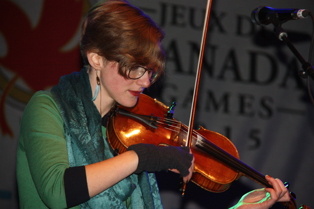 Hannah Epperson on violin entertains the crowd as part of the Vancouver indie folk band The Fugitives on Monday night at BCLC centre stage at Canada Games Plaza. Teresa MALLAM/Free Press
