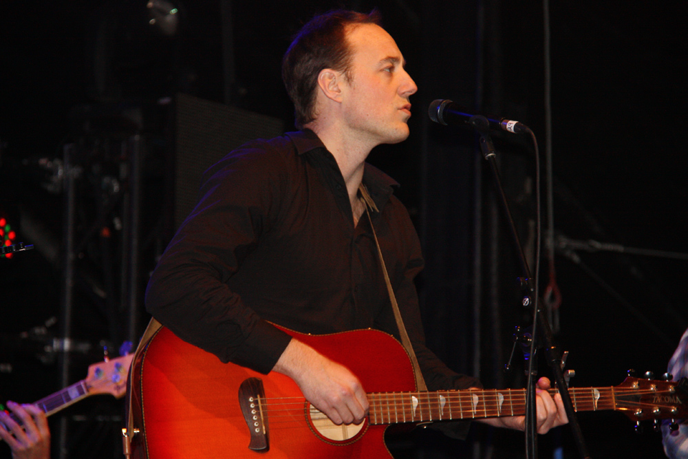 Author, songwriter, poet, musician Brendan McLeod of the multi-instrumentalist Vancouver indie folk group The Fugitives, performs Monday night on the BCLC centre stage at the Canada Games Plaza. Teresa MALLAM/Free Press