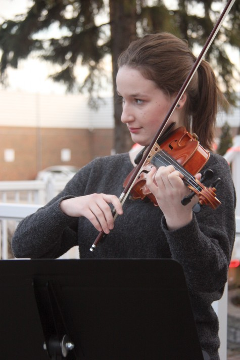 Gabrielle Jacob plays sweet violin music during the Charar Shanbeh Soori ((Festival of Fire) celebrations held outside Zaffron Cuisine restaurant earlier this month. Teresa MALLAM/Free Press