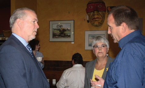 NDP leader John Horgan and NDP MLA Carole James talk with B.C. Wildlife Federation representative Jim Gaicar at Books and Co. Thursday morning. Horgan and James are touring ridings without NDP representation. Bill PHILLIPS/Free Press